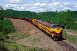 22 Beautiful Trains Wallpapers  Th_76412_tduid1721_Forum.anhmjn.com_20101124121950015_122_361lo