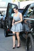 http://img269.imagevenue.com/loc426/th_000437868_Kim_Kardashian_111_122_426lo.jpg