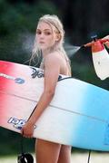 http://img269.imagevenue.com/loc51/th_913589426_Preppie___AnnaSophia_Robb_in_a_bikini_on_Soul_Surfer_set_in_Hawaii___Feb._13_2010_092_122_51lo.jpg