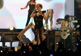 Rihanna (Рианна) - Страница 12 Th_43976_riri_CELEBUTOPIA_ISA_08_122_530lo