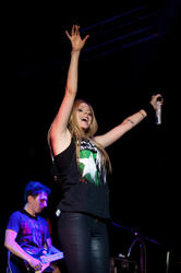 http://img269.imagevenue.com/loc532/th_430348868_49968_avril_lavigne_performing_live_in_moscow_13_13_122_532lo.jpg