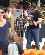 http://img269.imagevenue.com/loc578/th_277843691_Hilary_Duff_MrBones_Pumpkin_Patch18_122_578lo.jpg