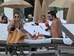http://img269.imagevenue.com/loc6/th_311771756_Mischa_Barton_Bikini_Candids_on_the_Beach_in_Miami_December_27_2011_093_122_6lo.jpg