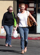 Кэтрин Хэйгл, фото 3562. Katherine Heigl - leaving Sushi Ike in Los Angeles 03/08/12, foto 3562